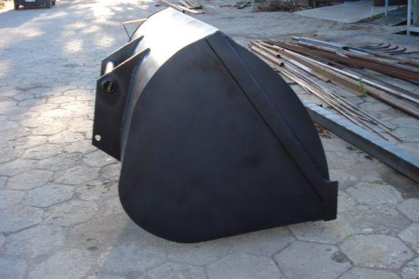 Łyżka Manitou z blachy o grubości 10 mm wzmacniana żebrami