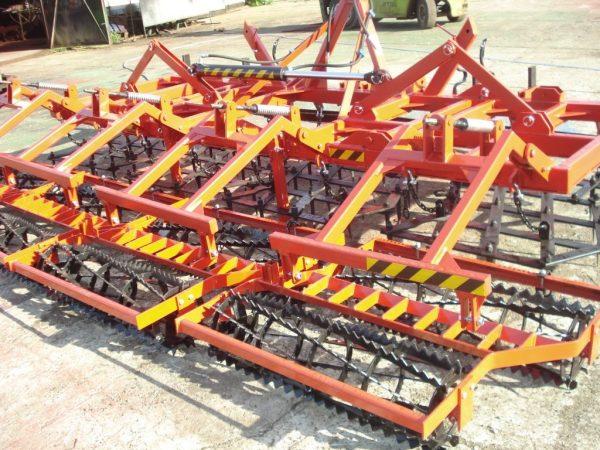 Agregat uprawowy, szerokość robocza 4.5 metra, rama bron 4 polowa pojedyncza, z włóką oraz wałkami kruszącymi